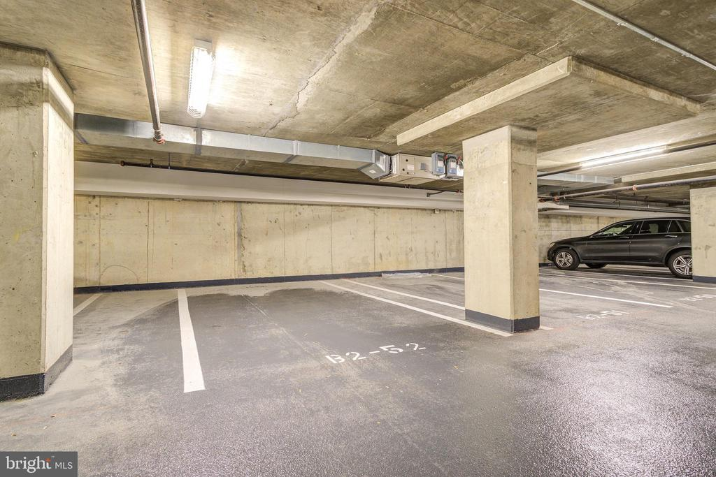 Oversized Parking Spot 1 - 1021 N GARFIELD ST #828, ARLINGTON