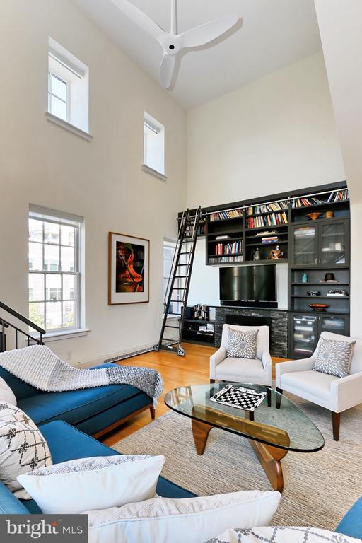 2 story ceiling - 1700 CLARENDON BLVD #158, ARLINGTON