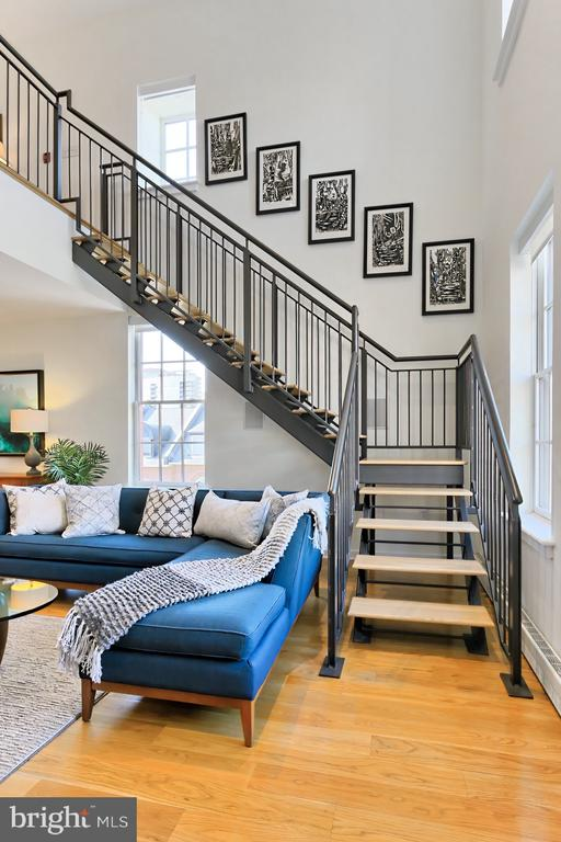 Stairs to upper level - 1700 CLARENDON BLVD #158, ARLINGTON