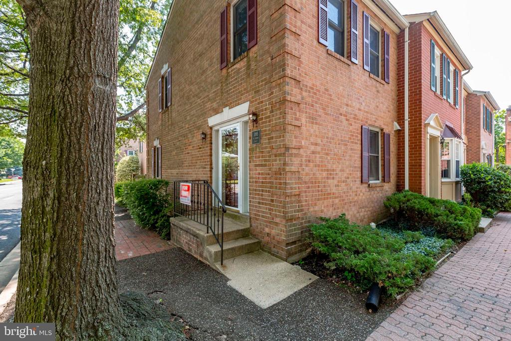 Welcome - End Unit Townhome - 1185 N VERNON ST, ARLINGTON