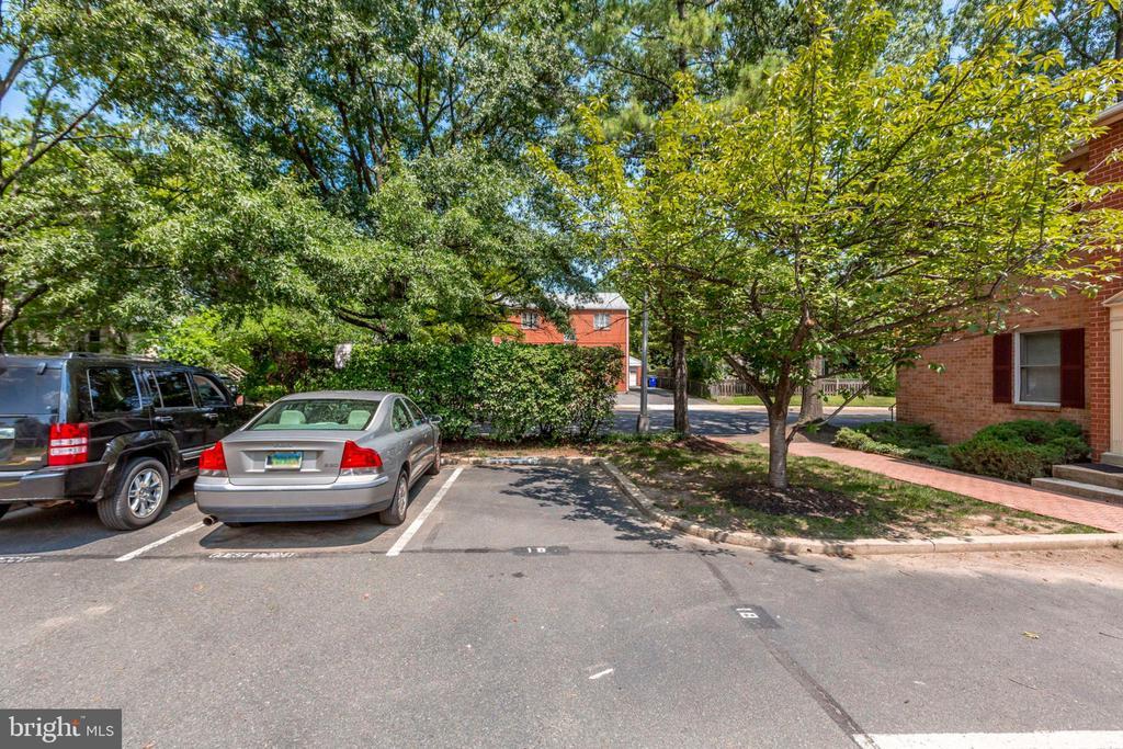Community offers parking - 1185 N VERNON ST, ARLINGTON