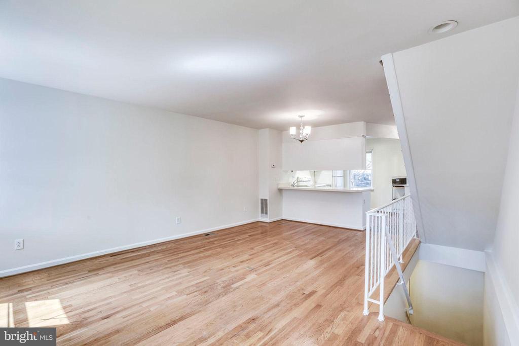 Main Living Room Overall - 1185 N VERNON ST, ARLINGTON