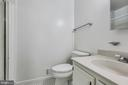 Primary Bath off of the Bedroom - 1185 N VERNON ST, ARLINGTON