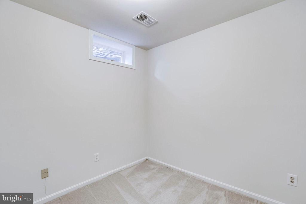 Downstairs Office - 1185 N VERNON ST, ARLINGTON