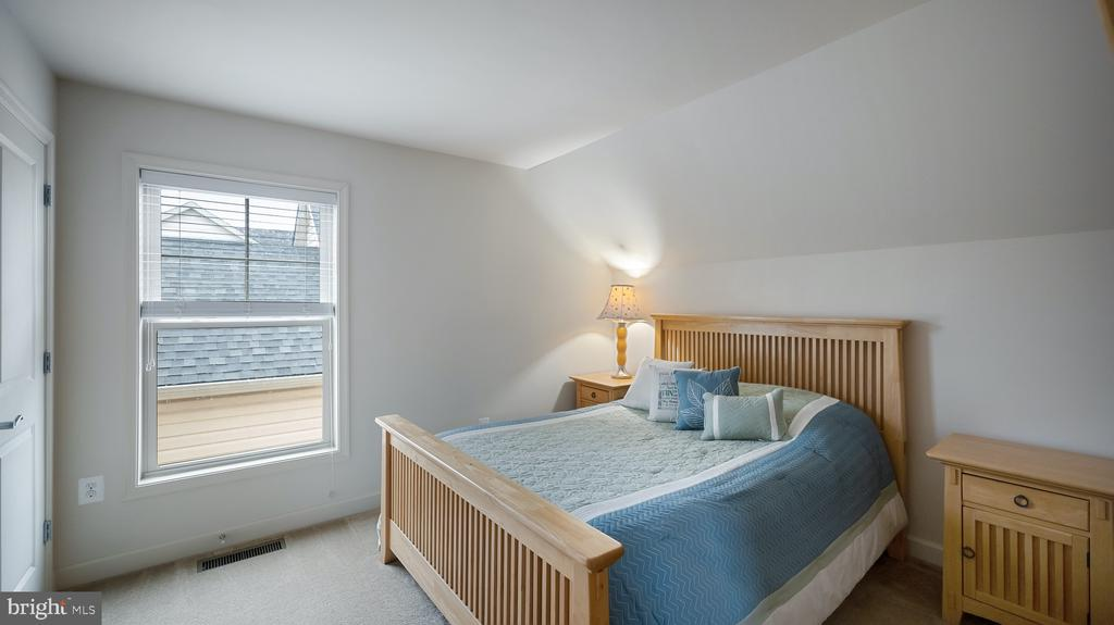 Top level Bedroom #5 - 13805 TRIBUTE PKWY, CLARKSBURG