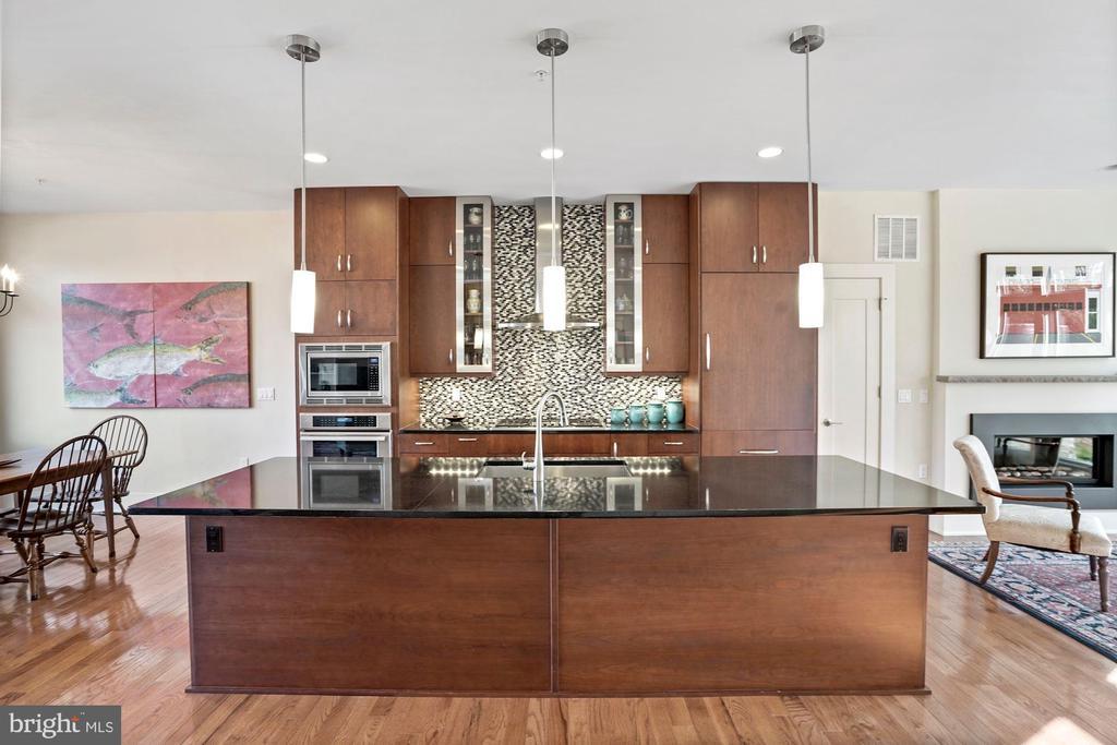 Gourmet Kitchen - 5204 WILLET BRIDGE CT, BETHESDA