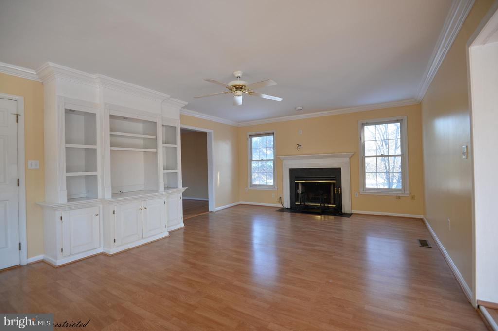 Family Room With Gas Fireplace - 1118 SUGAR MAPLE LN, HERNDON