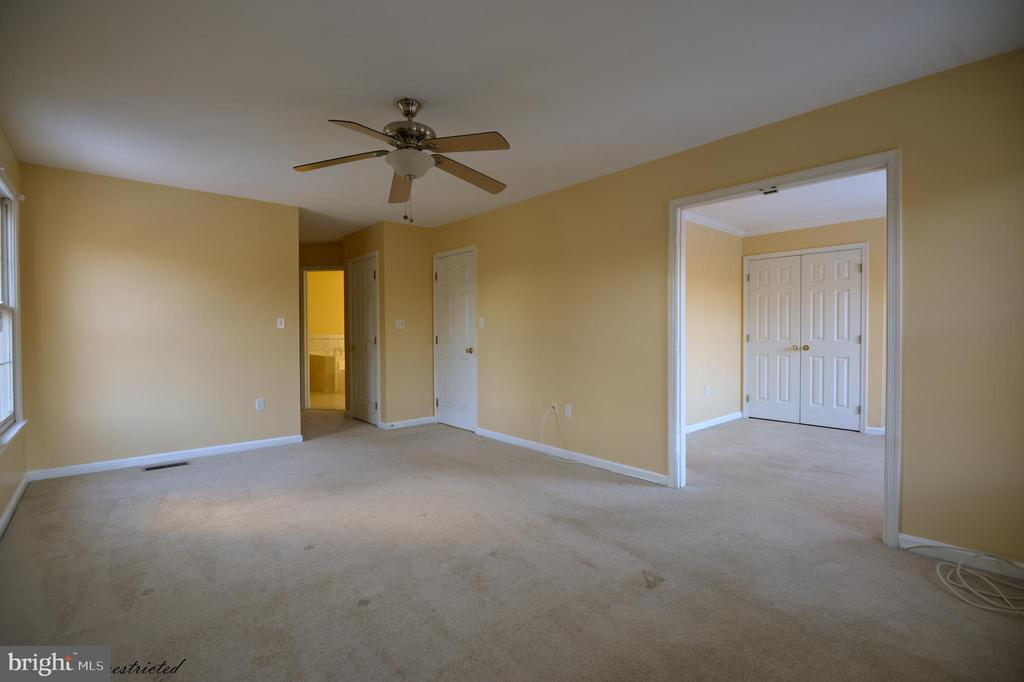 Master Bed Room with sitting room - 1118 SUGAR MAPLE LN, HERNDON