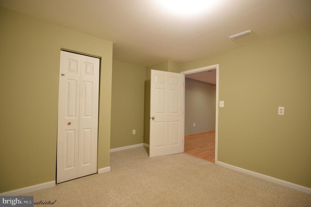 Den in basement - 1118 SUGAR MAPLE LN, HERNDON