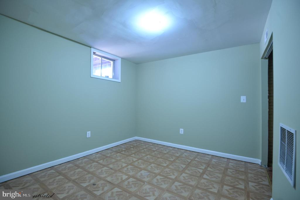 Basement Room - 1118 SUGAR MAPLE LN, HERNDON