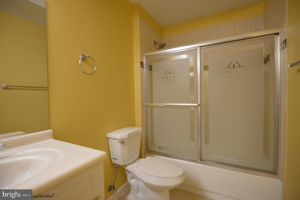 Bath room - 1118 SUGAR MAPLE LN, HERNDON