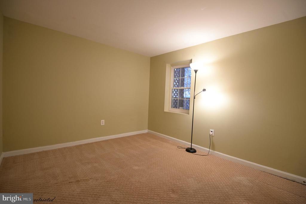 Basement bedroom - 1118 SUGAR MAPLE LN, HERNDON