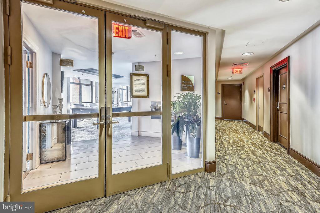 Building Amenities - Community Room - 3650 S GLEBE RD #464, ARLINGTON
