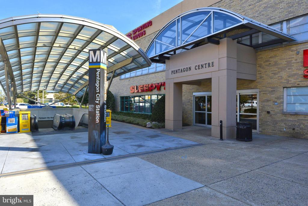 Community - Pentagon City Metro - 3650 S GLEBE RD #464, ARLINGTON