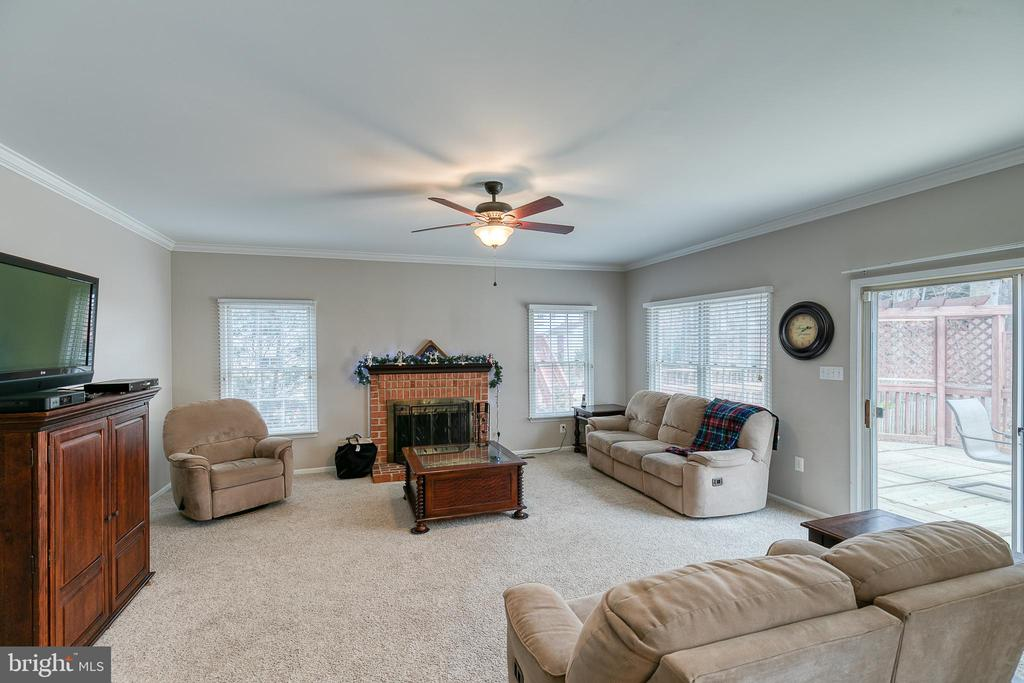 Large great room - 49 CHRISTOPHER WAY, STAFFORD