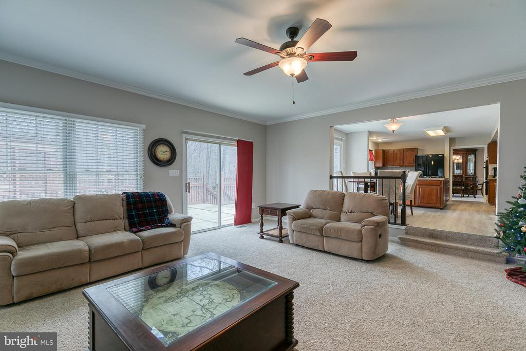Great room with sliding door to deck - 49 CHRISTOPHER WAY, STAFFORD