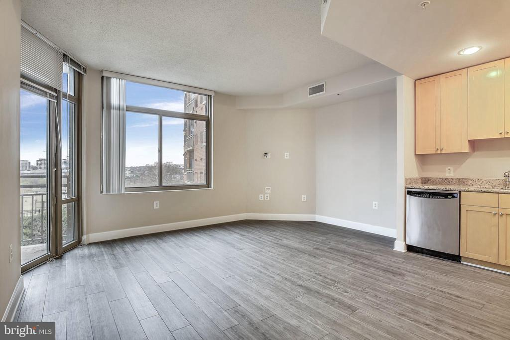 Living/Dining Room with walls of windows - 3650 S GLEBE RD #464, ARLINGTON