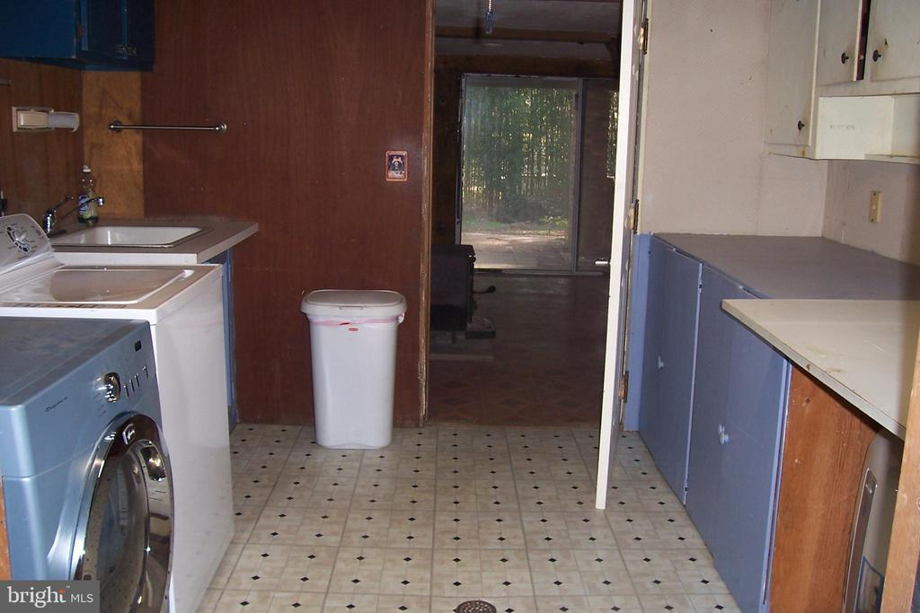 Laundry room - 13105 SUNCREST AVE, CLARKSBURG
