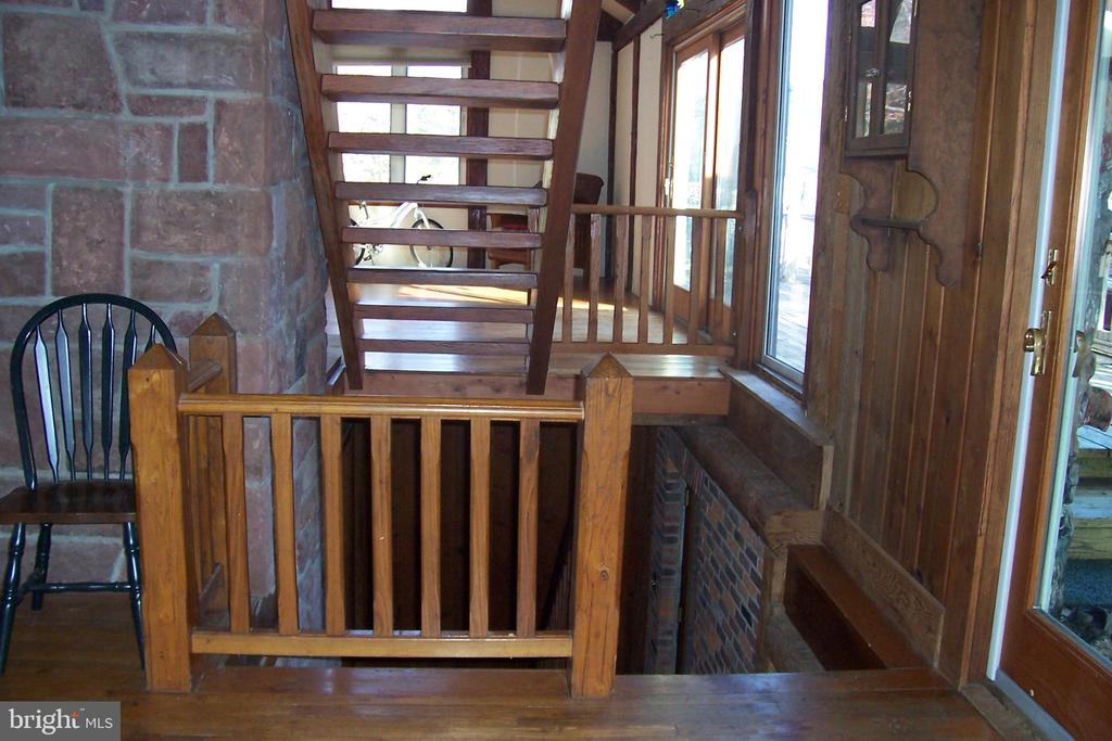 Stairs - 13105 SUNCREST AVE, CLARKSBURG
