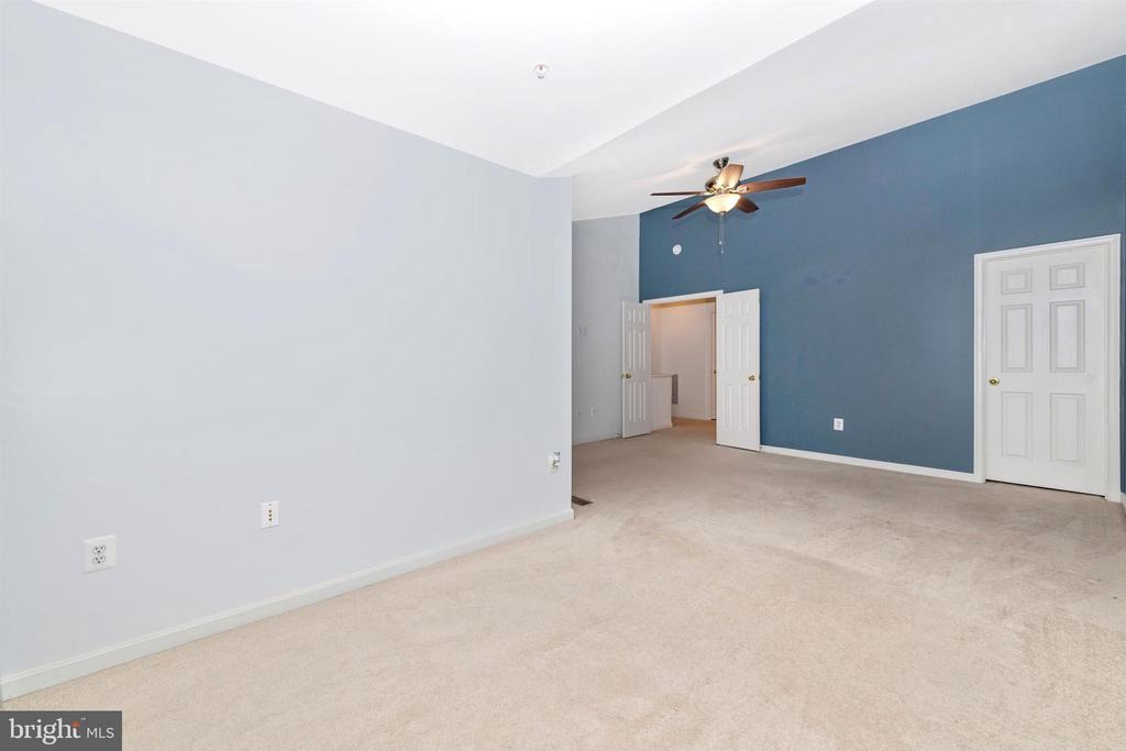 PRIMARY BEDROOM W/ 2 WALK IN CLOSETS - 311 GREEN FERN CIR, BOONSBORO