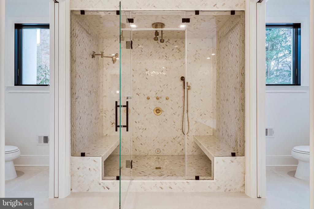 Steam shower with chromotherapy and music - 620 RIVERCREST DR, MCLEAN