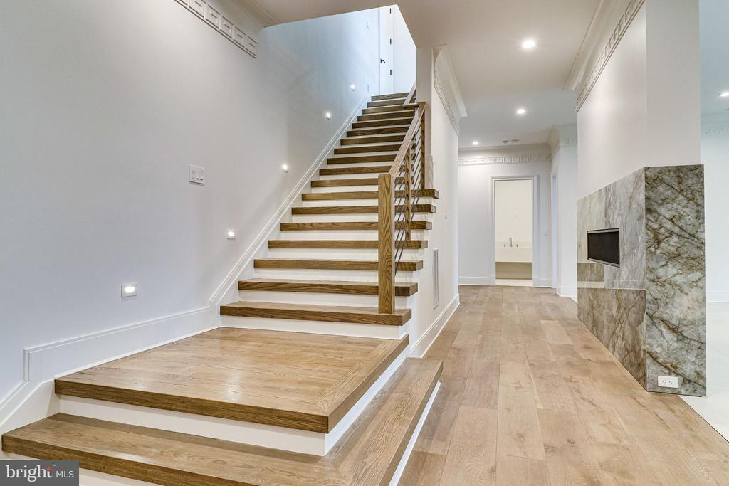 High ceilings continue on the lower level - 620 RIVERCREST DR, MCLEAN