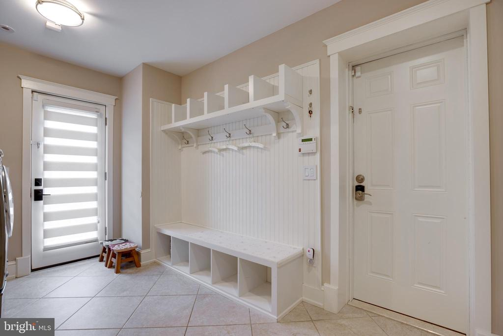 MUD ROOM WITH CUBBIES - 2336 ADDISON ST, VIENNA