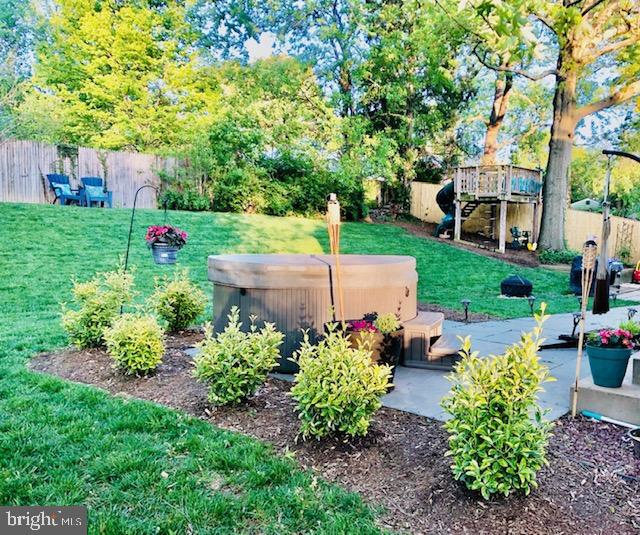 Backyard in the summer - 1064 DALEBROOK DR, ALEXANDRIA