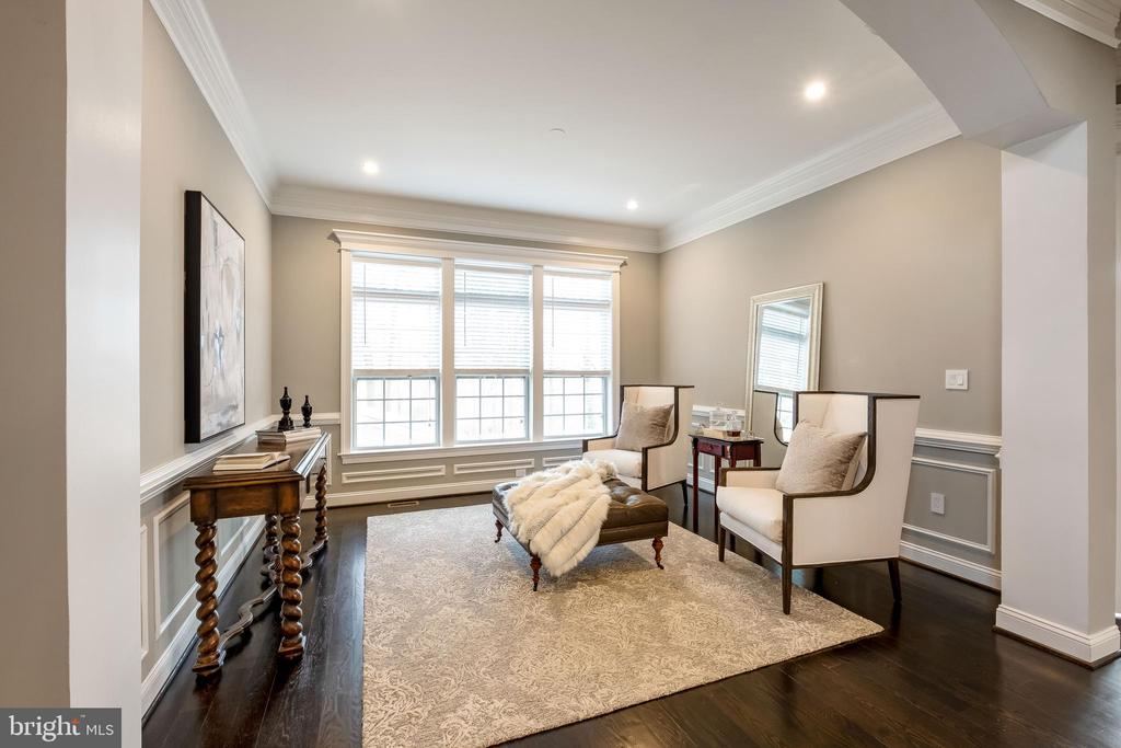 Elegant Living Room w Large Windows - 10713 ROSEHAVEN ST, FAIRFAX