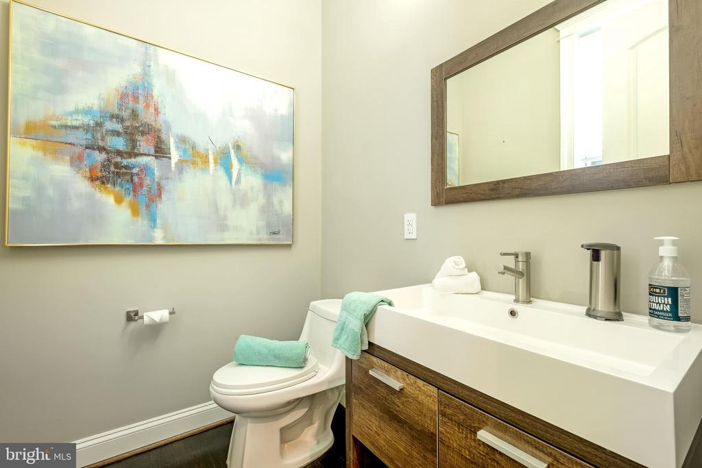 Luxurious Main Level Powder Room - 10713 ROSEHAVEN ST, FAIRFAX