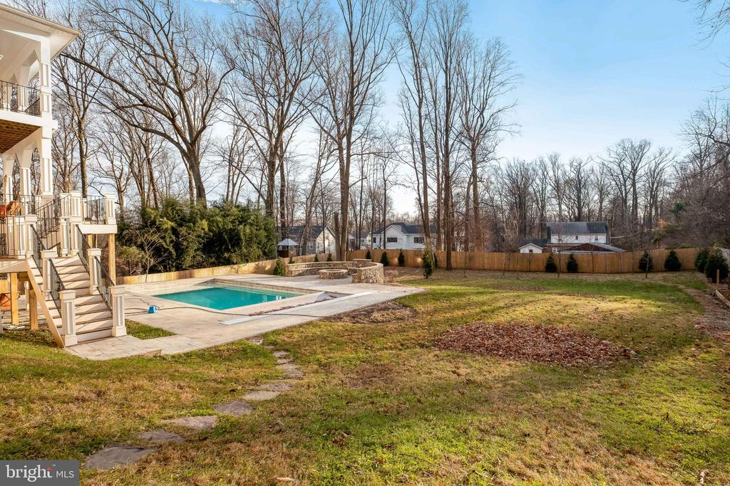 Step out onto Picturesque warm water pool - 10713 ROSEHAVEN ST, FAIRFAX