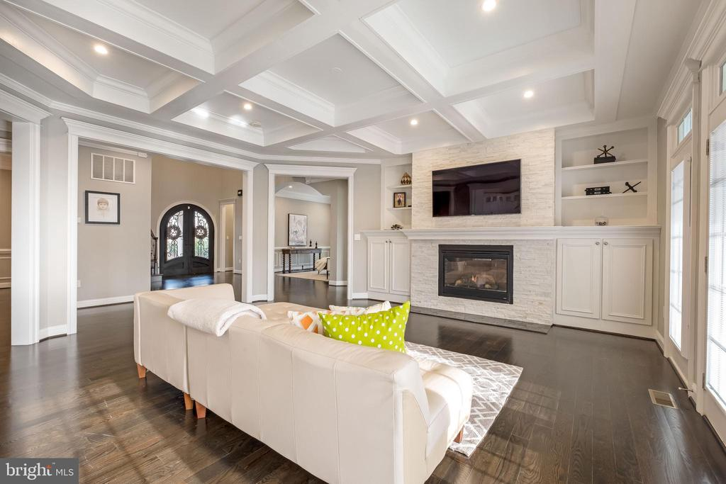 COFFERED Ceilings, fabulous tile FP surround A+ - 10713 ROSEHAVEN ST, FAIRFAX