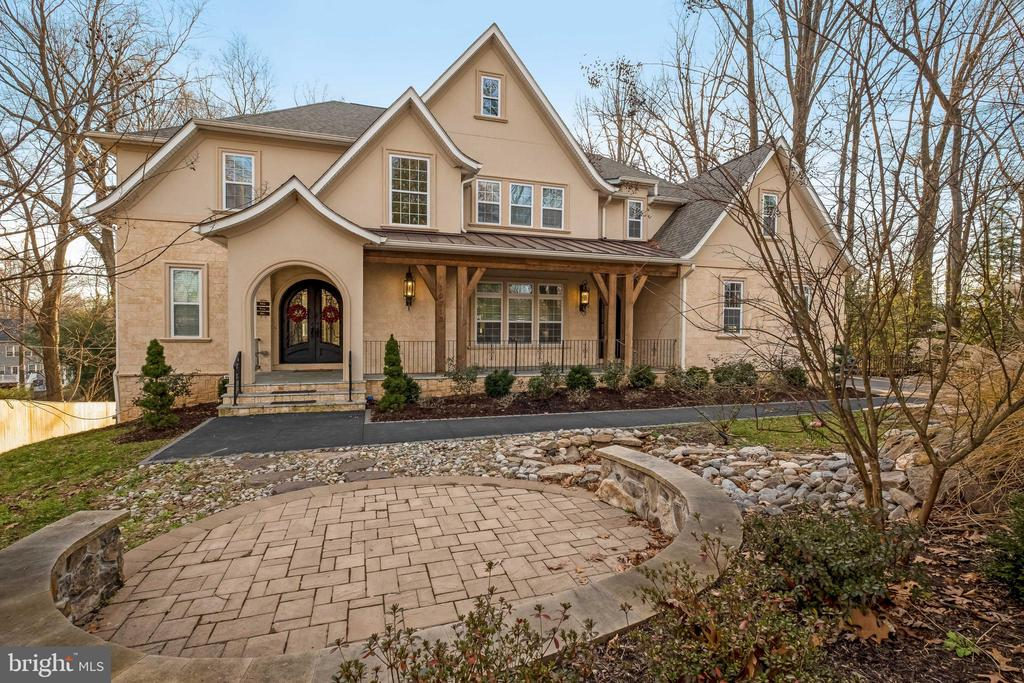 What a Beauty! Over 6,400sf! - 10713 ROSEHAVEN ST, FAIRFAX