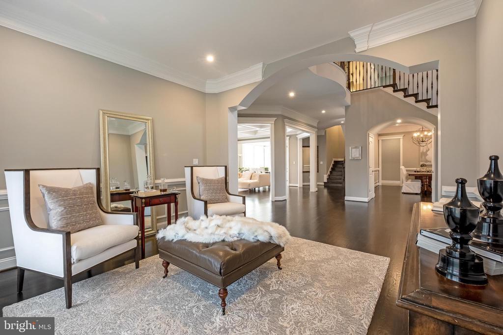 Elegant Living Room w/stunning floors - 10713 ROSEHAVEN ST, FAIRFAX