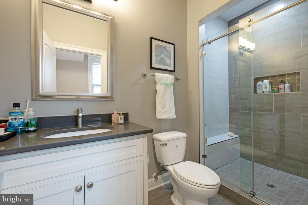 Ensuite Bathroom #2 - 10713 ROSEHAVEN ST, FAIRFAX