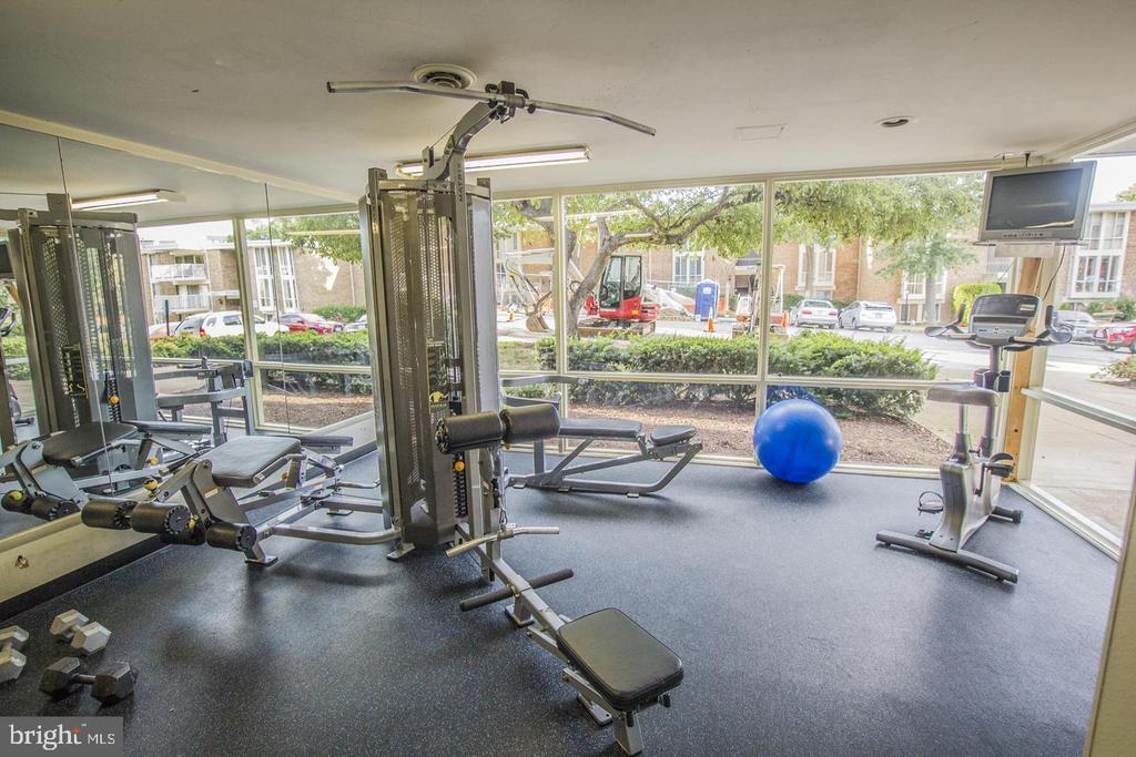 Community Fitness Center - 2605 HUNTINGTON AVE #66, ALEXANDRIA