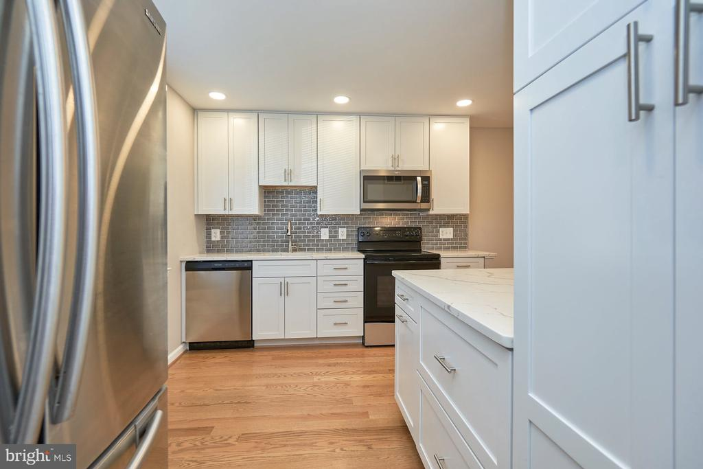 Loaded with cabinet space - 11817 COOPERS CT, RESTON