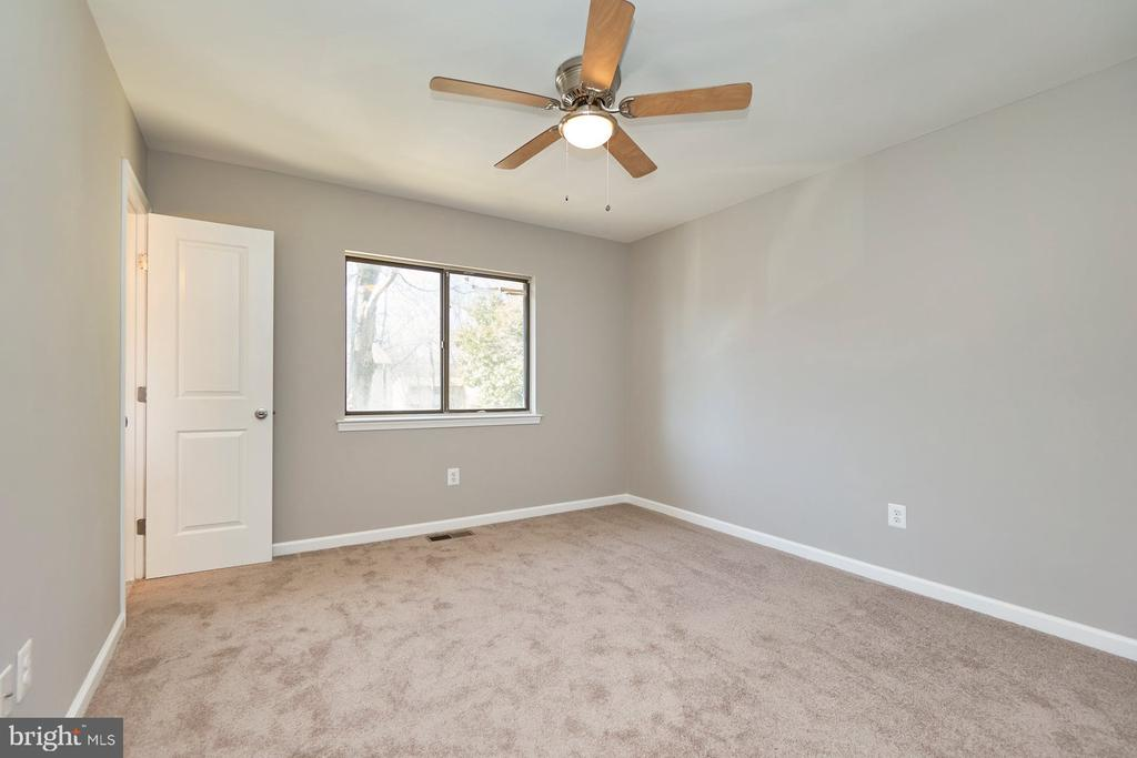 Lighted ceiling fans in all 3 upper level bedrooms - 11817 COOPERS CT, RESTON