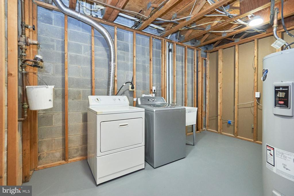 Laundry area with huge storage capabilities - 11817 COOPERS CT, RESTON