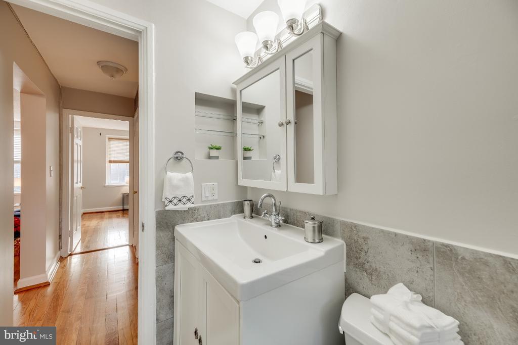 Updated bathrooms - 3035 S BUCHANAN ST #A1, ARLINGTON