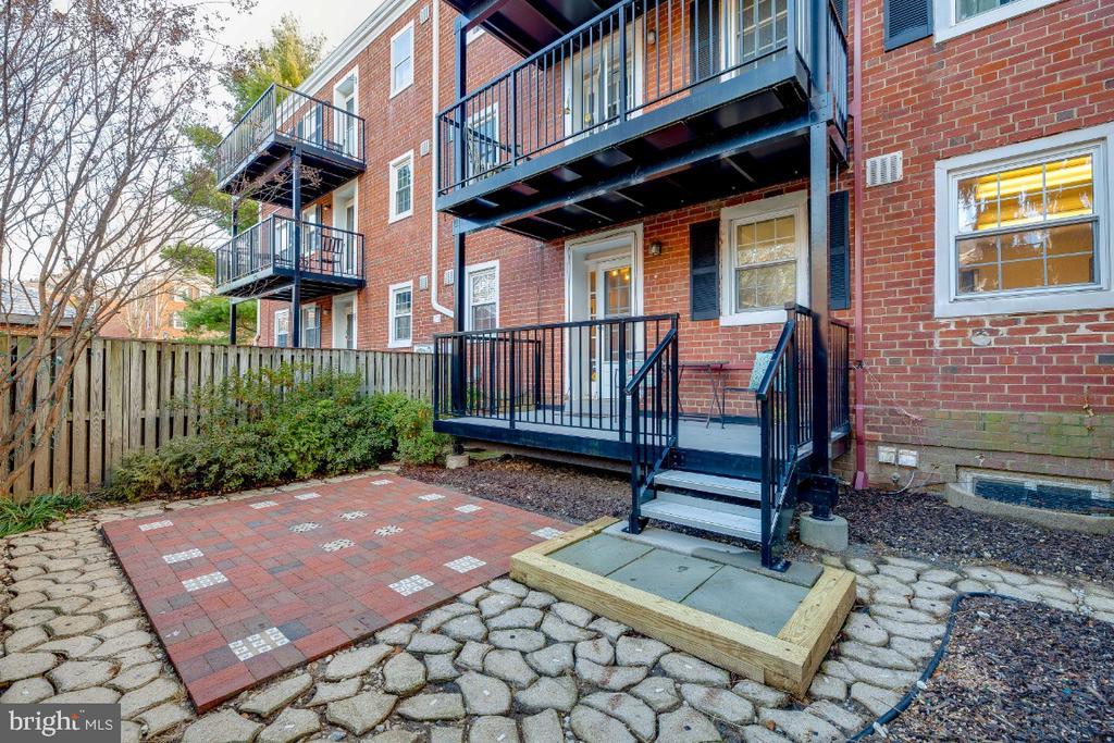 Great patio for entertaining - 3035 S BUCHANAN ST #A1, ARLINGTON