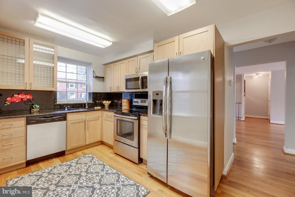 Updated eat-in kitchen - 3035 S BUCHANAN ST #A1, ARLINGTON