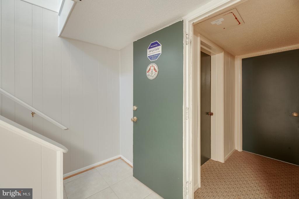 Building interior door - 3035 S BUCHANAN ST #A1, ARLINGTON