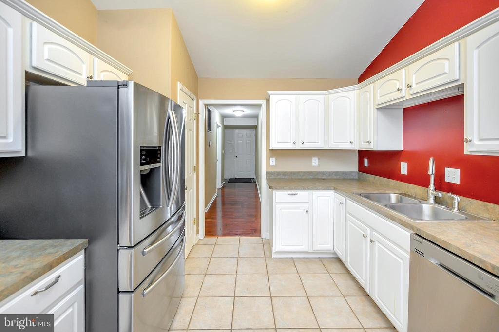 Stainless steel appliances in kitchen - 4309 LAKEVIEW PKWY, LOCUST GROVE