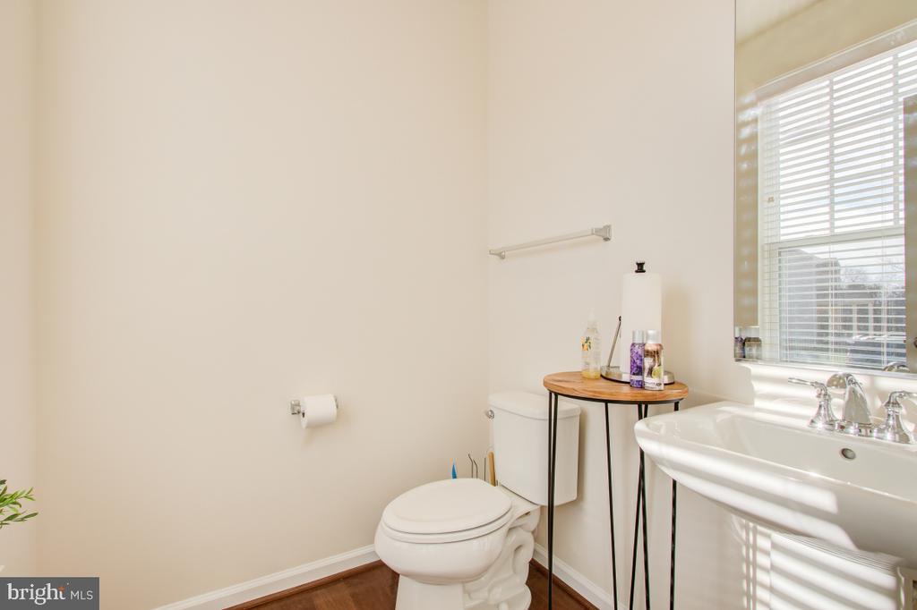 Stylish Powder Room on Main Floor - 5502 HAWK RIDGE RD, FREDERICK