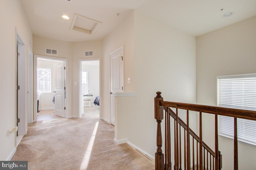 Upper Level Hallway. - 5502 HAWK RIDGE RD, FREDERICK