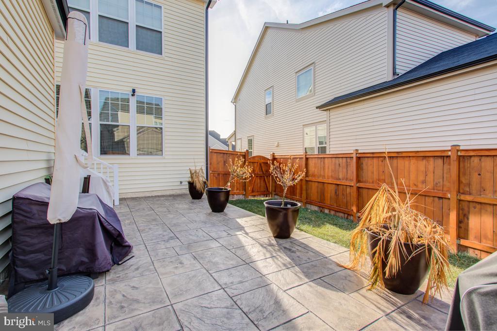 Cedar Fence, stylish stamped patio. - 5502 HAWK RIDGE RD, FREDERICK