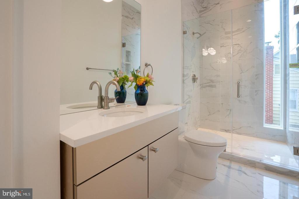 Main level bath with custom vanity - 110 TAPAWINGO RD SW, VIENNA