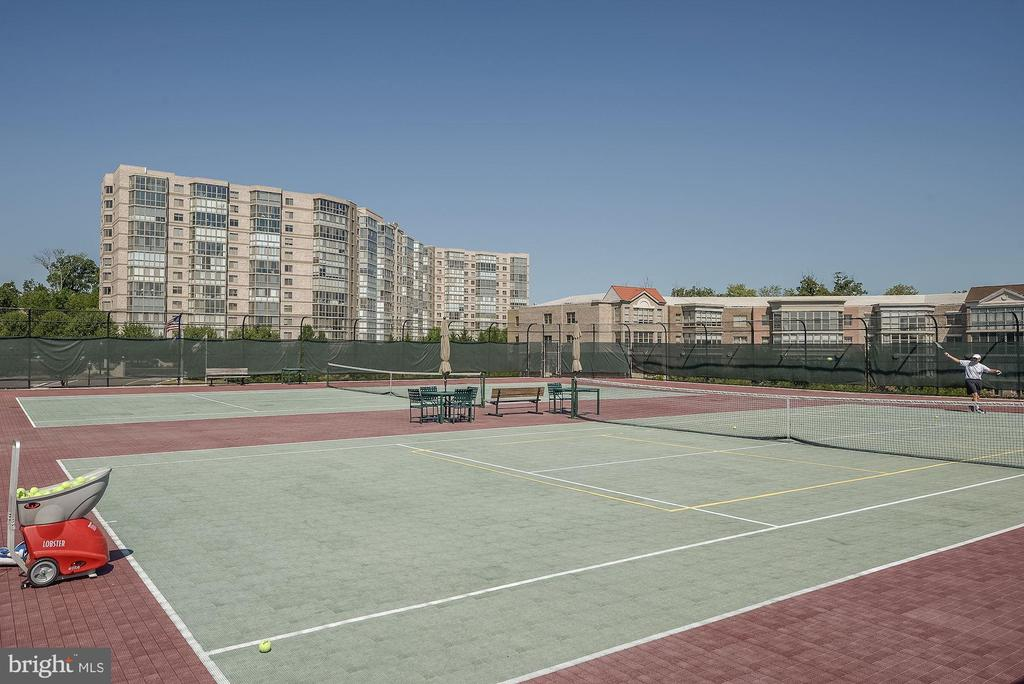 Rooftop tennis courts - 19350 MAGNOLIA GROVE SQ #407, LEESBURG