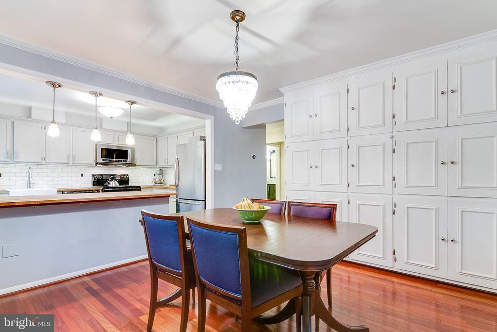 Dining Room Floor to Ceiling Cabinets - 5876 LANGTON DR, ALEXANDRIA